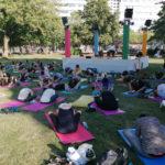 Yoga im Stadthallen-Park